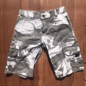 Wrangler grey camouflage cargo shorts - size 10